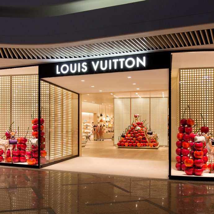 Sixteen year old Louis Vuitton moved to Paris with the dream of creating an iconic trunk collection that would change the way people travel. Since the s, the label has expanded to create some of the most iconic bags and coatings in the world.